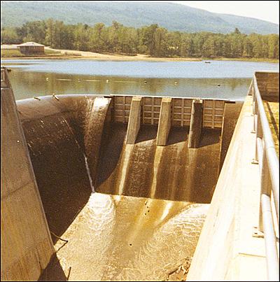 20a-lake-construction-spillway-5-1966thm.jpg