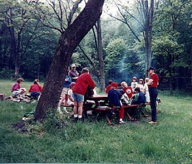 7breakfast_picnic_area.jpg